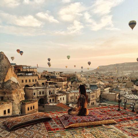 Другая планета Каппадокия - Helena Kovalenko. Как выбрать отель? Лушая смотровая площадка  в отеле Siltan Cave  #balloons #cappadocia #turkey #outfit #travel #rooftop #sultancavesuite #каппадокия #турция #отель #полетына воздушныхшарах #сказка