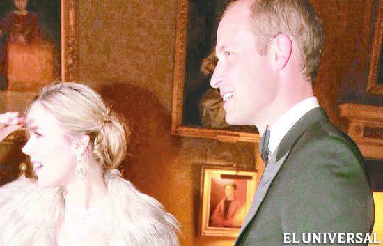 Las vacaciones de verano llegaron a su fin y los miembros de las casas reales retoman sus agendas, como lo han hecho los duques de Cambridge.   Así encontramos al príncipe William en la cena benéfica por el aniversario número 22 de Tusk Trust, (...)