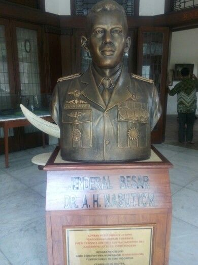 Patung Jend. A. H Nasution