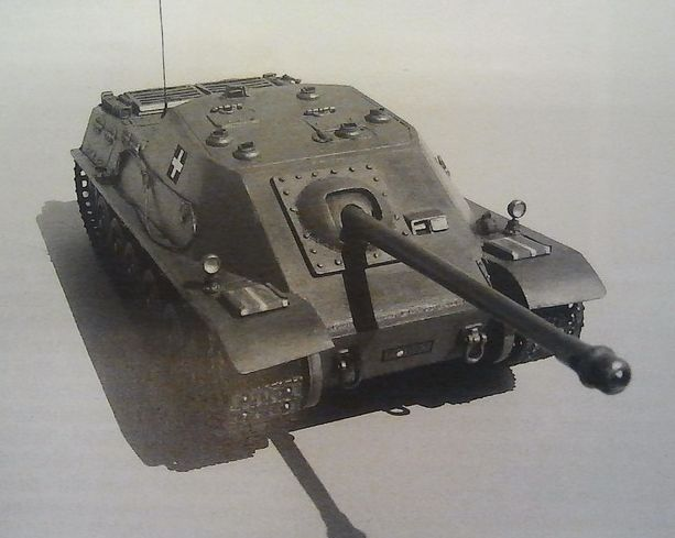 Tas Rohamlöveg - Hungarian project of tank destroyer armed in 88 mm gun. Only model existed
