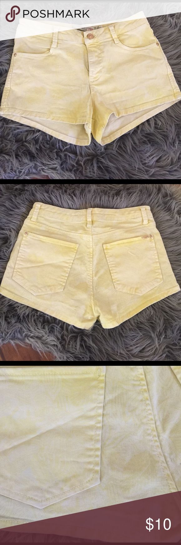 Light Yellow Zara Shorts Lights yellow Zara shorts with some very light tropical print in the background. Tiny stains shown. Very cute! Zara Shorts Jean Shorts