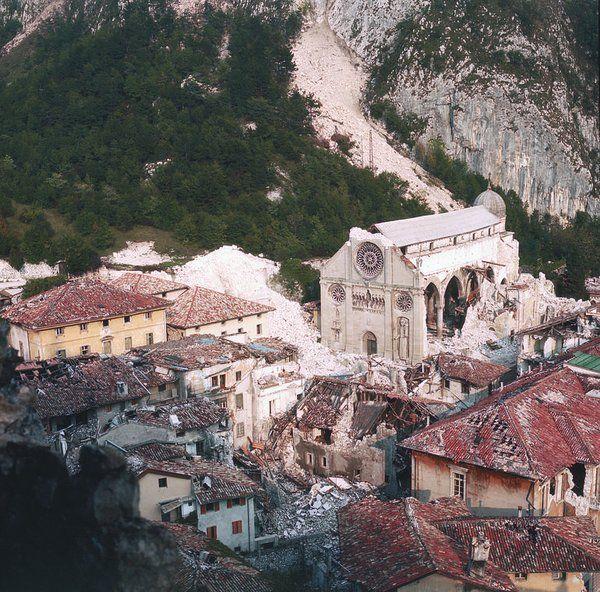 Gemona dopo il terremoto 1976