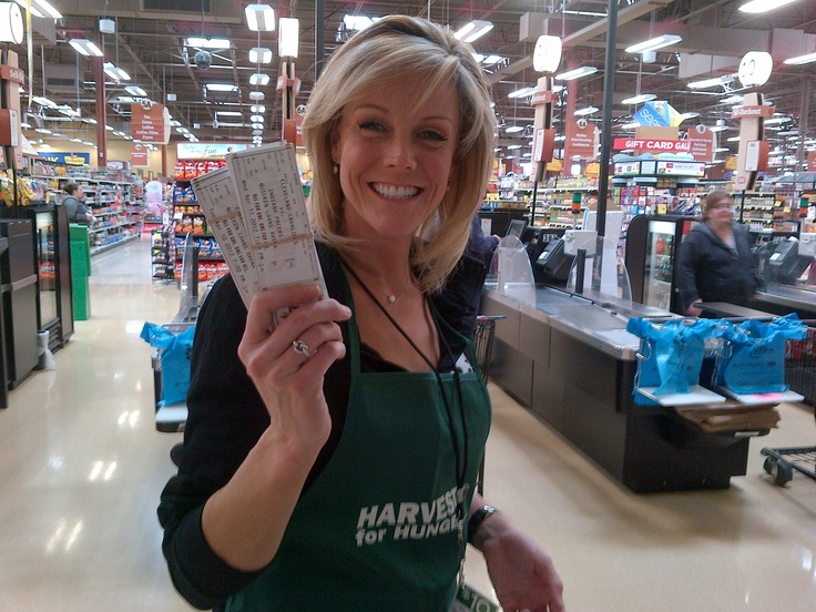 Kris Pickel helped Harvest for Hunger raise money today. She stopped by the W.117th Giant Eagle to be a Celebrity Bagger for the Check Out Hunger campaign. You can still donate at your local participating grocery store through Saturday, April 7th.