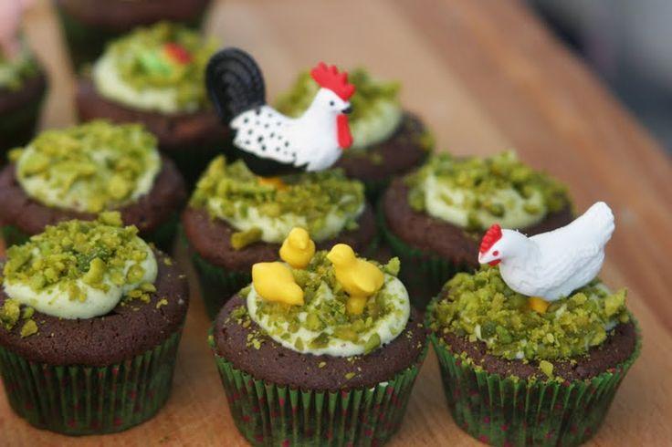 DIS MAMAN, ON MANGE QUOI ?: Le gâteau des animaux de la ferme : étape 4 / les cupcakes !