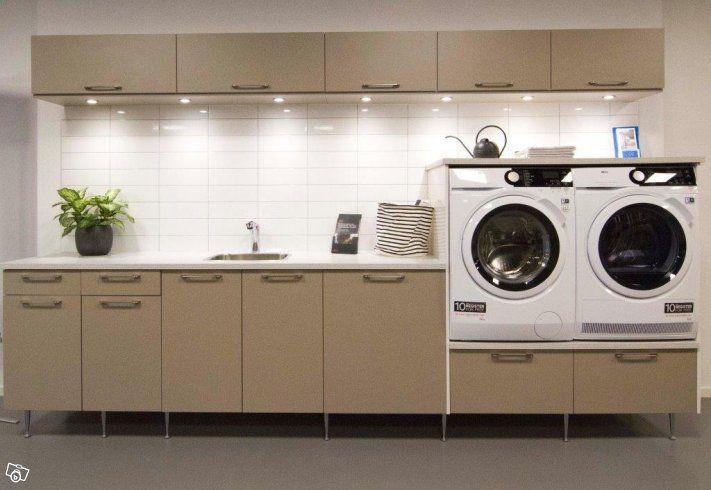 Vi flyttar och säljer ut en tvättstugemiljö från HTH och tvätt & tork från AEG.  Skåp från HTH köksforum (inkl. strykbräda och blandare) Tvättmaskin AEG - L7FBM862E  Torktumlare AEG - T8DEM842E  Ordinarie pris 55 000kr, säljs ut för 22000kr  För mer ...