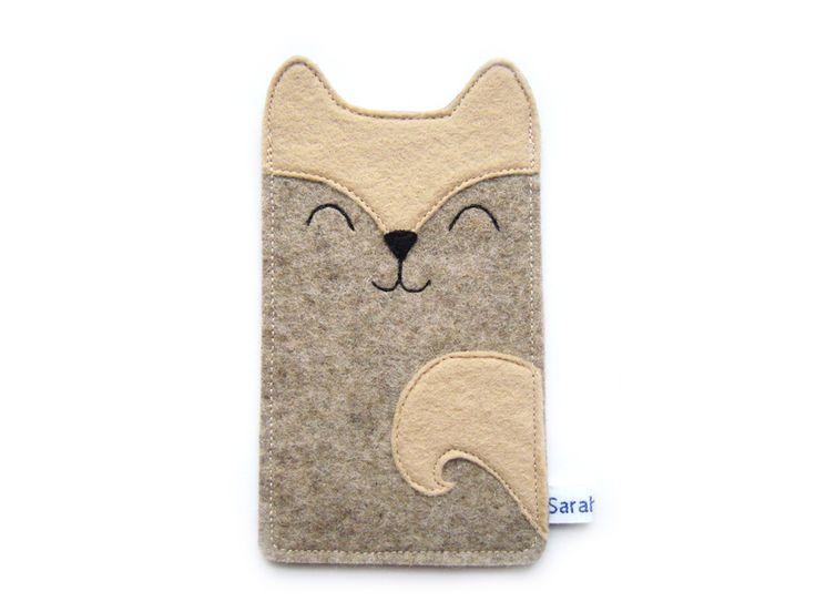 Handytasche Baumhörnchen (aus Wollfilz) // mobile phone bag grey squireel (felt) by sarahkami via dawanda.com