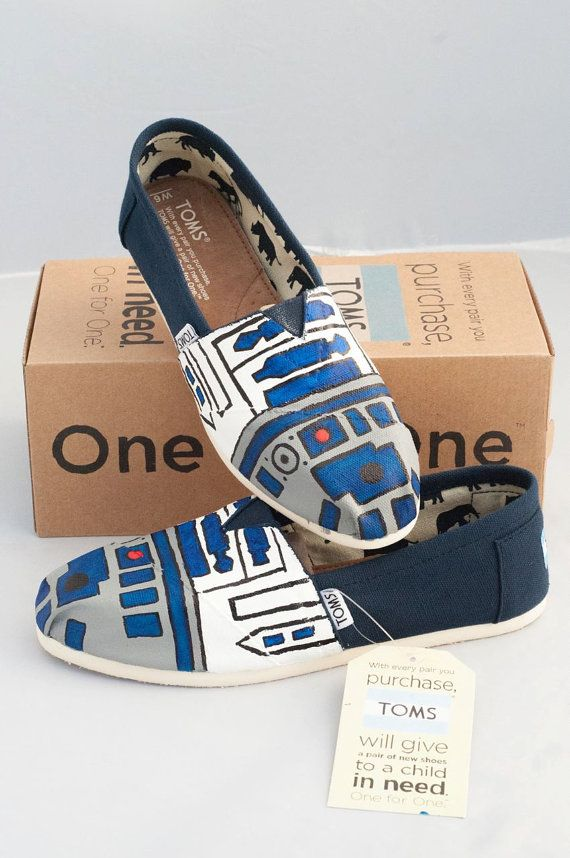 Hand painted R2D2 TOMS shoes. Durable paint on canvas makes the design long lasting. These are 100% hand painted, no use of stencil. TOMS shoes