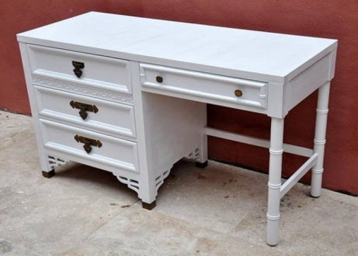 $295 Beautiful Vintage Mid Century Modern White Lacquer Desk By Dixie