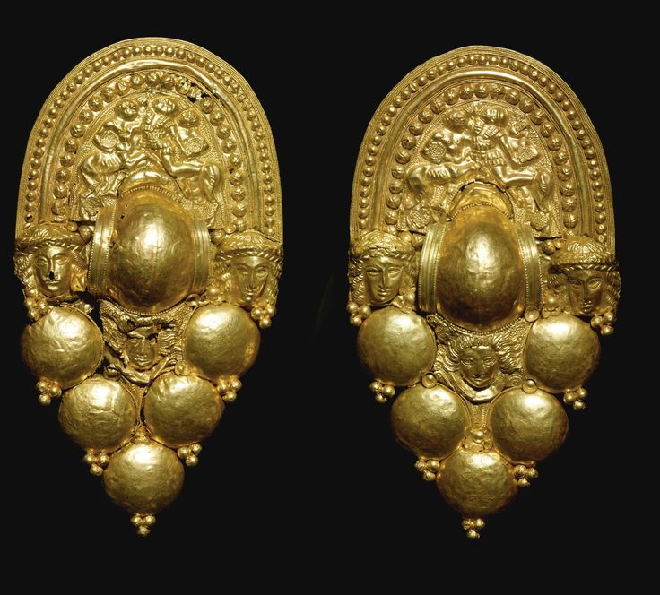 A PAIR OF ETRUSCAN GOLD EARRINGS, CIRCA LATE 4TH/EARLY 3RD CENTURY B.C.