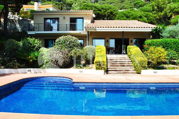 Beautiful property in Cabrils for sale overlooking the coast of Maresme.