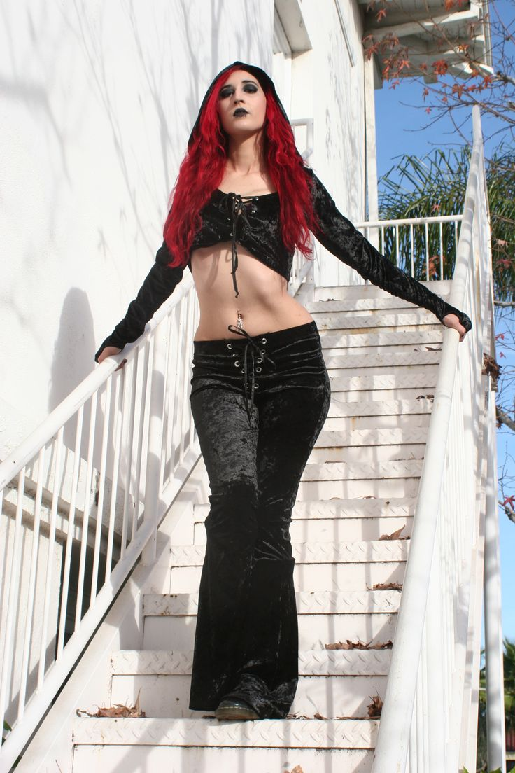 Synful Pleasure in Widow stretch velvet leggings and 24 Hours velvet hoodied crop top. Photo: Terri Kennedy. All items available at www.ipso-facto.com and Ipso Facto's Fullerton CA store.
