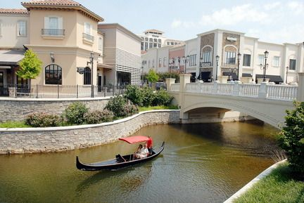 """Gondola ride at Huntsville, AL Bridge Street Town Centre...""""Let's go shopping for the day""""  about 55 miles from my home.."""