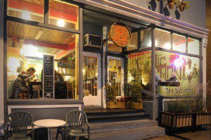 Café Rustic,1211,  Rosemont, entre de la Roche et De normanville. Cuisine jamaïcaine, joli décor, à petits prix. Copieux et délicieux.