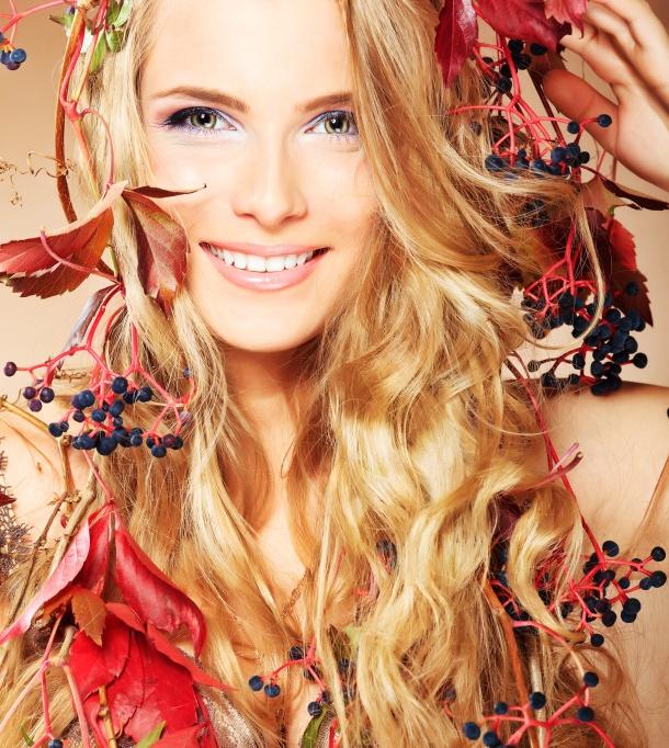 Jesienne wypadanie włosów:  http://www.kobieta.info.pl/pielgnacja-wosow/1587-jesienne-wypadanie-wosow
