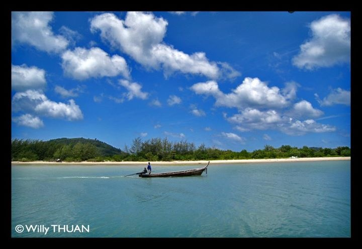 Koh Maphrao just few hundred meters from the west coast of Phuket