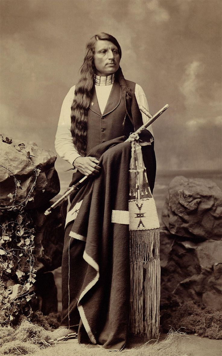 ::::::::: Vintage Photograph ::::::::: Wonderful photograph of Red Shirt Oglala Indian