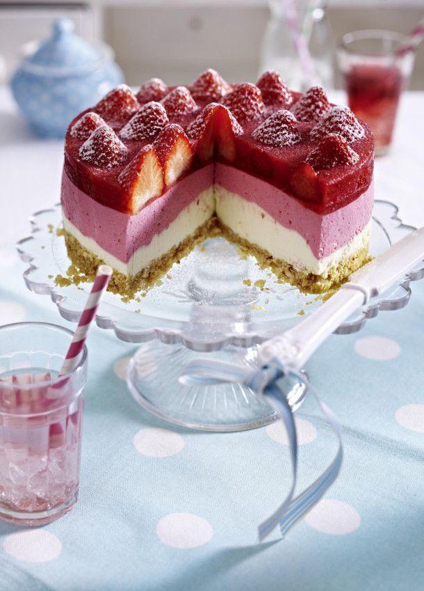 Unser beliebtes Rezept für Erdbeer-Joghurt-Cremetorte mit  Mandelknusperboden und mehr als 55.000 weitere kostenlose Rezepte auf LECKER.de.