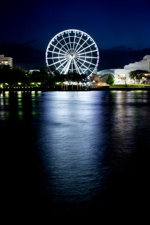 The Wheel of Brisbane by the river shines at night. #bneriver