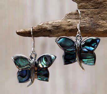 Echt zilveren (925) vlinder oorbellen. Mooie opvallende vlinder oorbellen. Strak uitgevoerde en stevige vlinder. De vleugels zijn ingelegd met abalone (schelp).  Lengte van de oorbel, gemeten incl....