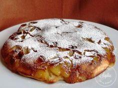 Le gâteau aux pommes à la poêle permet de se faire un gâteau sans four. Pour ceux qui ont envie d'une douceur facile à cuisiner.Éplucher les pommes et les couper en dés, dans une poêle mettre une noisette de beurre, les dés de pommes et