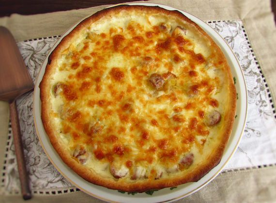Ham sausage pie   Food From Portugal. For a lunch with friends this is the perfect meal! Is quick, easy to prepare and everyone will like it! Serve with lettuce and carrot salad. Try it!  http://www.foodfromportugal.com/recipe/ham-sausage-pie/