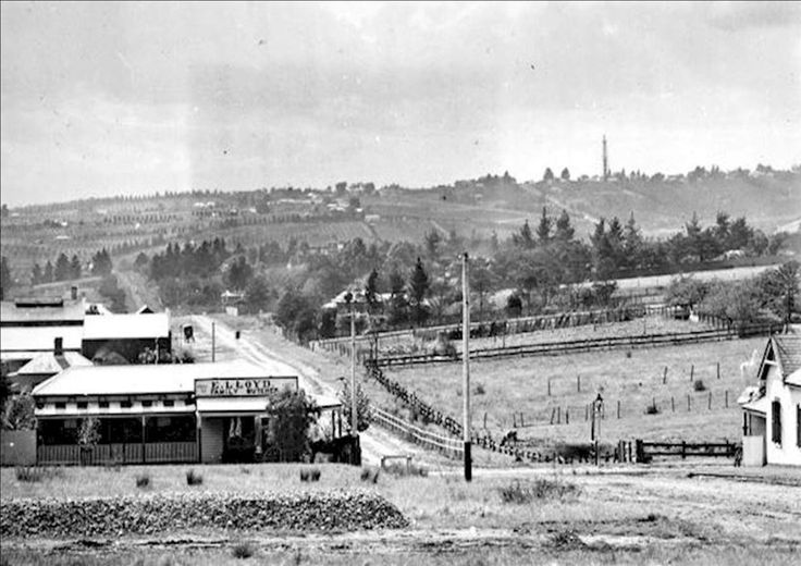 Looking North along Elgar Rd, Cnr Whitehorse Rd, Box Hill 1905. Tower at top right is at the site of Doncaster shopping town
