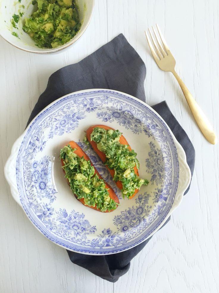 Sweet potato slices with avokado cilantro paste.  http://blogit.kauneusjaterveys.fi/rakkaudellakarita/helpot-ja-herkulliset-bataattileivat/