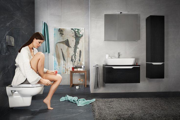 Ciemne meble, szara łazienka, obraz w łazience. Czuj się zawsze komfortowo w swojej łazience. Street fusion. Opoczno.
