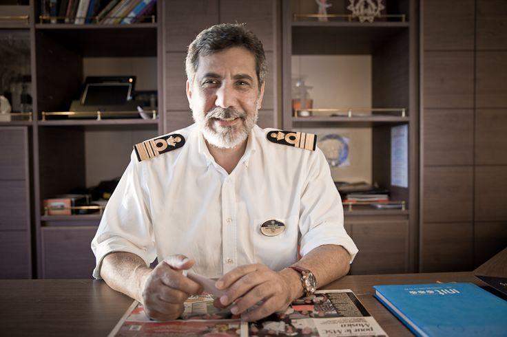 """""""Aujourd'hui je vous emmène à la rencontre de Rafaele Russo, le commandant de bord du MSC Musica, le bateau sur lequel j'ai passé une semaine en janvier dernier."""