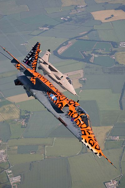 Royal Air Force SEPECAT Jaguar GR.3 aircraft of the No. 6 Squadron in flight over Lincolnshire, June 2007. (Photo: Jamie Hunter / Aviacom 2007 ©)