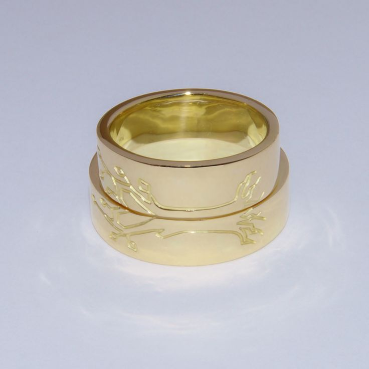 Yellow golden wedding rings: Together they form their own tree of life...