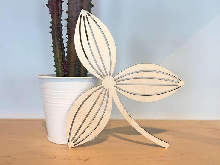 Fleur - Élément déco en bois - Accessoire décoration maison - Style scandinave par FranceMars sur Etsy https://www.etsy.com/ca-fr/listing/528446783/fleur-element-deco-en-bois-accessoire