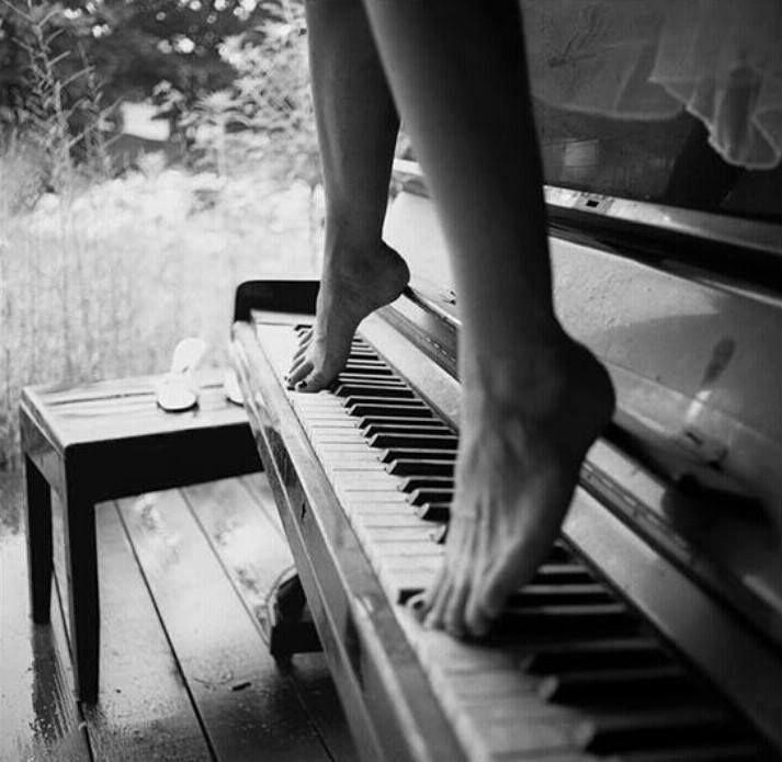 Naked black girl playing piano pity