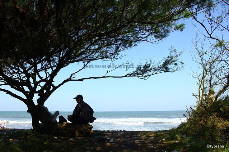 Menikmati Kesejukan di Pantai Kuwaru