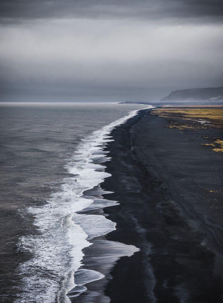 el-mo-fo-to:   the long view | dyrhólaey, iceland by@lmontezemolo