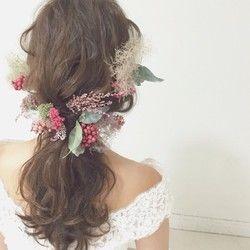 ボルドー/グリーンのグラデーションの紫陽花をメインに、7種類の花、実、緑を使って、色味が複雑で奥行き感のあるヘッドドレスに仕上がりました♡パーツなので、デザインは無限大です♡まとめて付けるとボリュームのあるコサージュに、散らして付けると髪全体にお花を飾ることができます(*´艸`) 多くの素材をプリザーブドフラワー、ドライフラワーを使用しております。大変繊細ですので、取り扱いには十分ご注意ください。天然の素材を使用しておりますので、多少写真と色や形などが異なる場合があります。ご購入後はいかなる場合でも返品交換は致しかねますので、ご了承くださいm(_ _)m【セミオーダー♡】パーツの増量、色味の変更等、お気軽にお問い合わせください(*´艸`)ご注文後、お支払いいただいてから10日程で発送させて頂きます♡セミオーダーは1ヶ月程お日にち頂きますので、お早めにご注文お願い致します!ハンドメイド新作2016