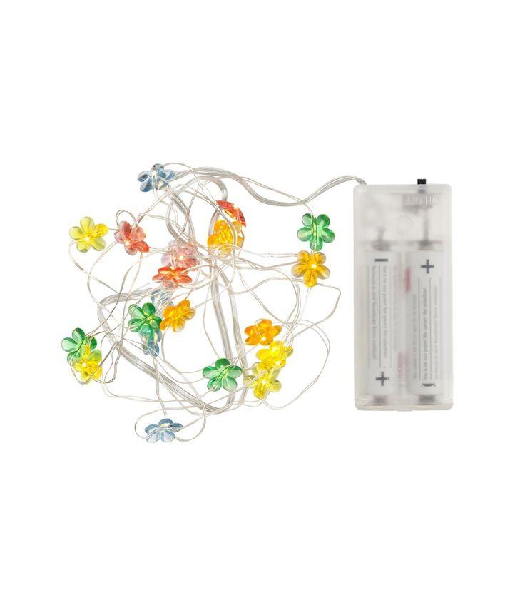"""Dit is """"lichtsnoer bloemen (zie Plattegrond NSU indeling) Je kan deze lichtsnoer in een """"boogje"""" aan de muur ophangen, en je maakt er dan een leuk """"fotohoekje"""" van. Je kan dan wat foto's maken, zodat de mensen een foto mee naar huis kunnen nemen (met een instax camera is mogelijk wat expensive..maar digitaal moet kunnen )"""