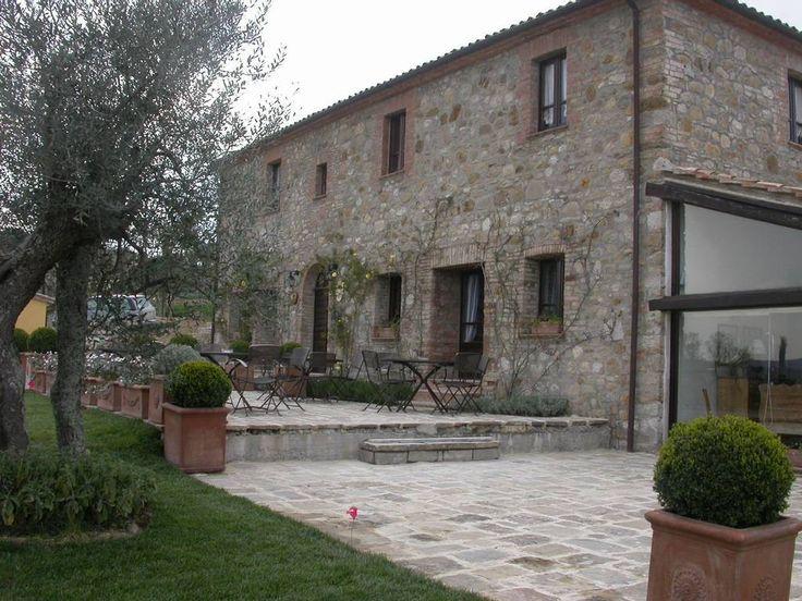 Oltre 25 fantastiche idee su case con esterni in pietra su for Portico laterale in stile casa in stile charleston