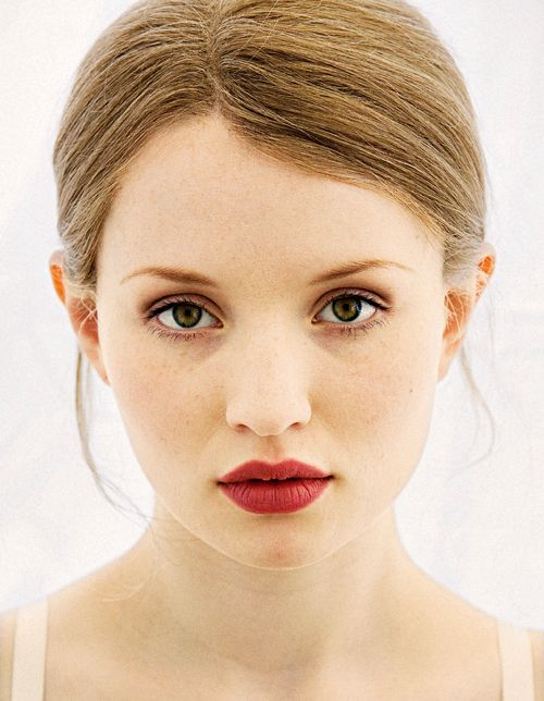 Emily Browning. I love her lips