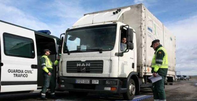 Denunciados 15 vehículos en la capital en la campaña de vigilancia de camiones y furgonetas