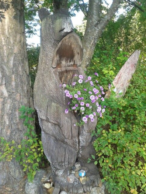 Karhun postilaatikko kukkii