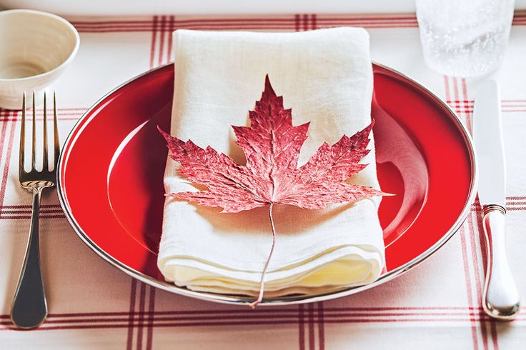 Get inspired with these pretty red and white decor tablescape ideas for a great Canada Day party.