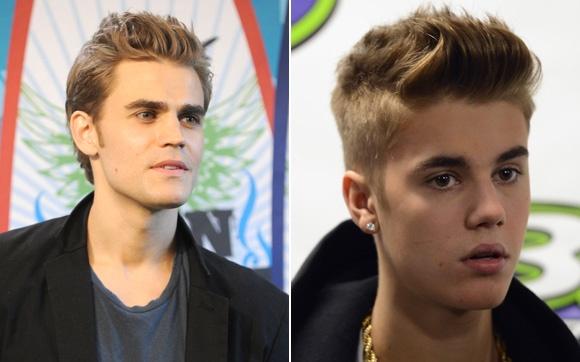 Paul Wesley e Justin Bieber À primeira vista, os dois não são tão parecidos. Mas é só reparar bem para perceber que o topete loiro, os lábios grossos e o formato do rosto deixam um com a cara do outro.