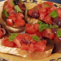 Bruschetta z pomidorem i bazylią