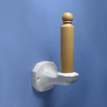 Portarrollos de porcelana para baños  #baños #aseos #porcelana #decoracion #interiorismo #arquitectura #retro #vintage #rustico #agroturismo #hoteles #masias #casarural #iluminable