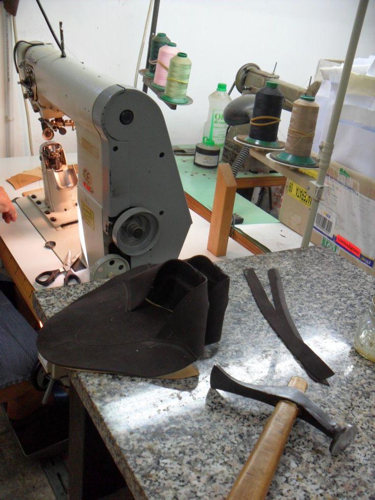 scarpe artigianali pronte per la cucitura della fodera