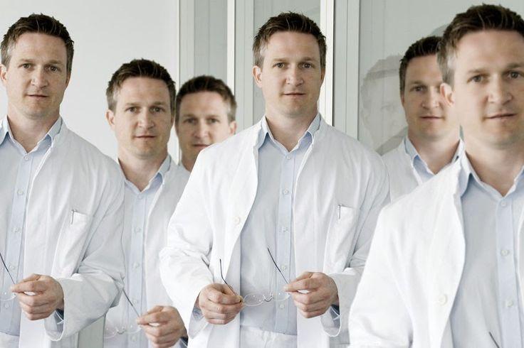 Gruppe identisch aussehender Wissenschaftler fordert Lockerung des Klonverbots
