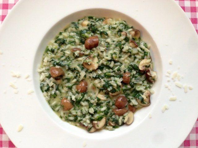 Vegetarische risotto | Risotto met spinazie, champignons en speciaal voor Trudy groentebouillon | Bekijk dit lekkere recept op Alles Over Italiaans Eten