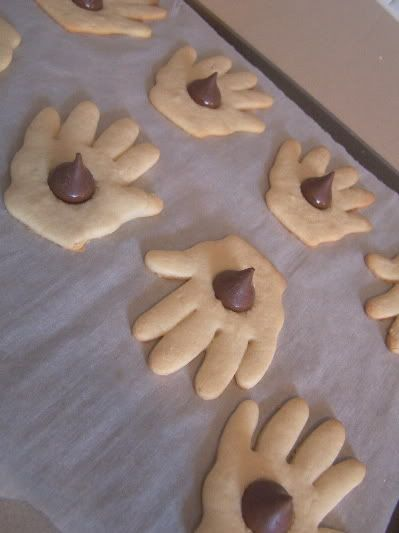 The Kissing Hand-- so cute! LOVE THIS *Perfect treat for a back-to-school meal! Must read book (again!) while we eat them :)