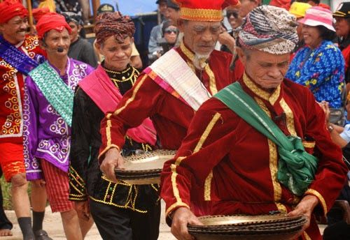 In the implementation of the Lake Lindu III Festival 2011, symbolically will begin an international campaign Lindu For World Heritage which aims to encourage the earthquake a world heritage area.